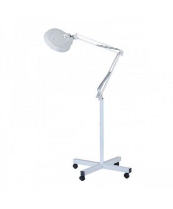 Lampa so zväčšovacou lupou...